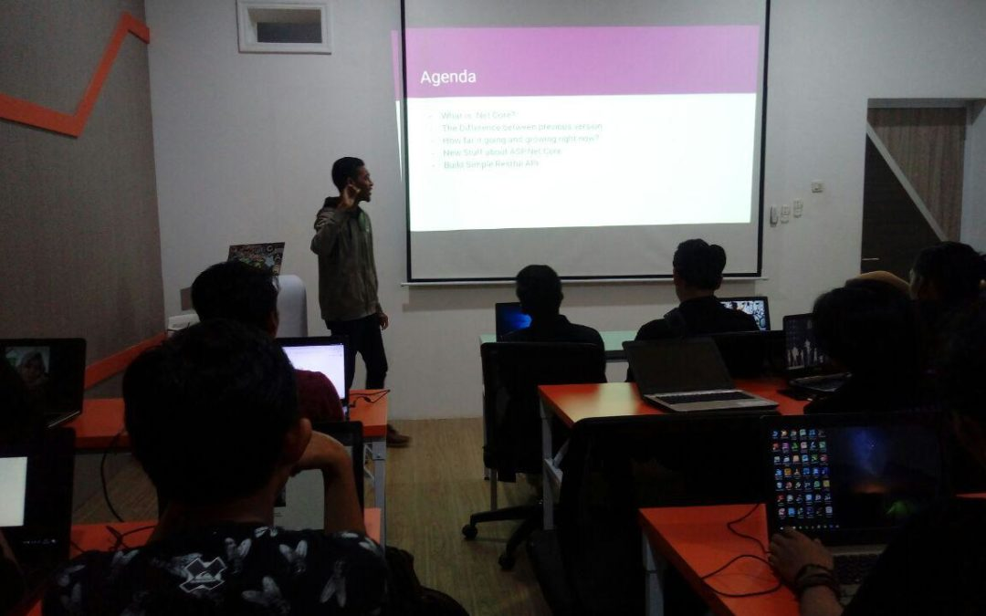 Berbagi Teknologi Terbaru Programming .NET Core di Up-Dev Series Makassar Digital Valley